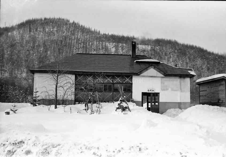 昭和48年12月、蒸気機関車運行最終日の遠幌駅舎